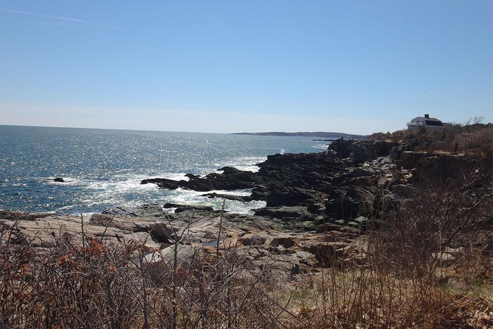 O litoral rochoso do Maine