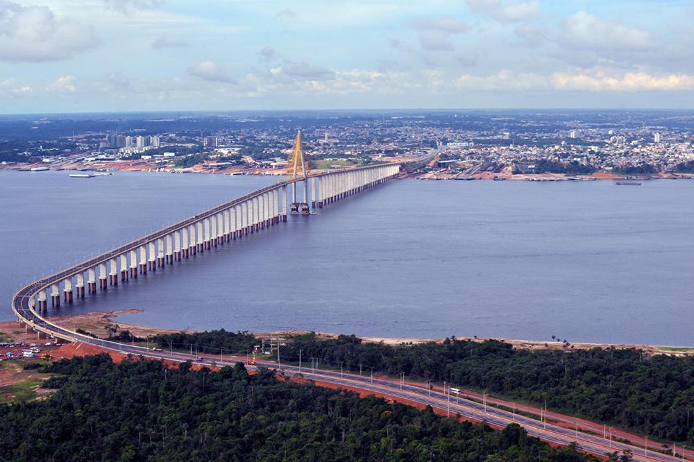 A Ponte Rio Negro começa no bairro da Compensa e segue até a rodovia BR-319. Foto: Chico Batata/Agecom.