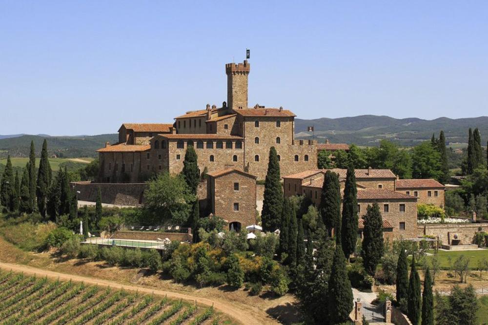 Castelo Banfi, vínícola famosa por seus brunellos.