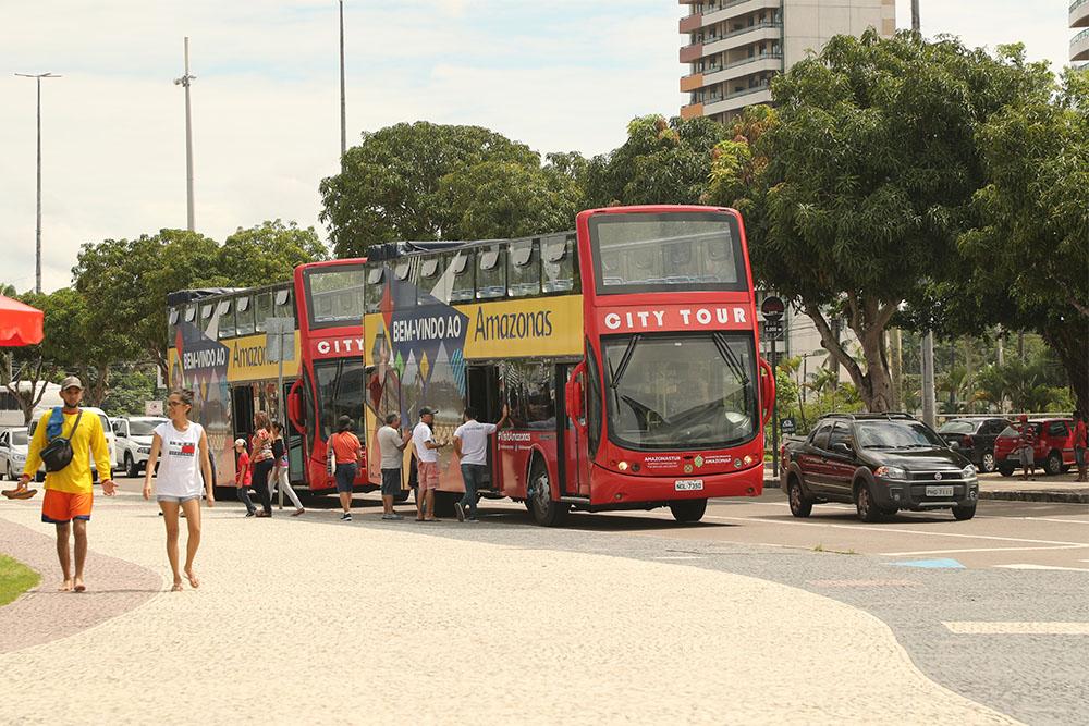 Ônibus turísticos voltam a operar em Manaus