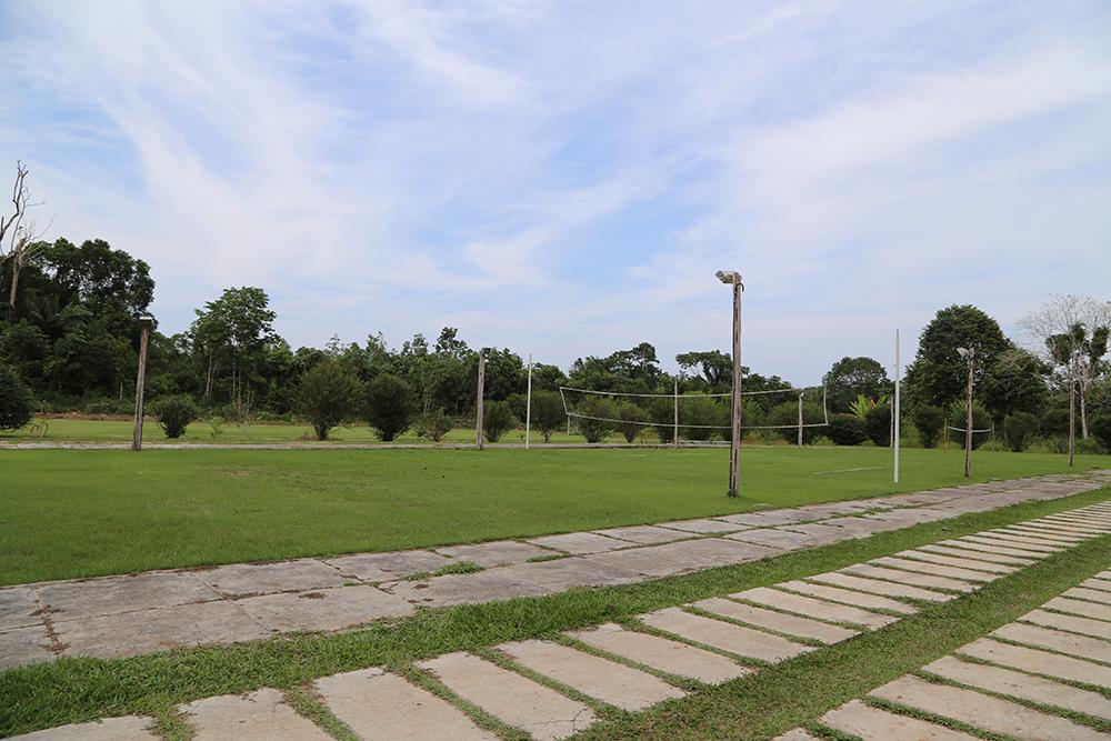 Campo de futebol/quadra de vôlei