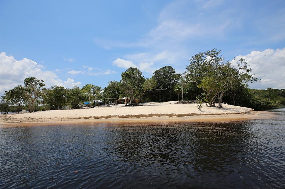 Praia do Lago, em Paricatuba