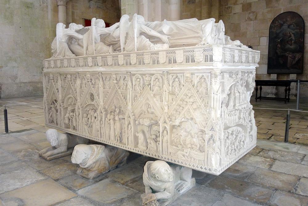 Túmulo de D. Inês de Castro, no Mosteiro de Alcobaça