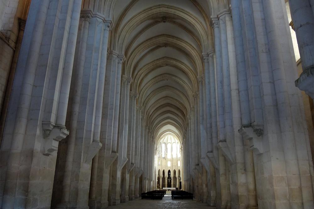 Mosteiro de Alcobaça, nave central