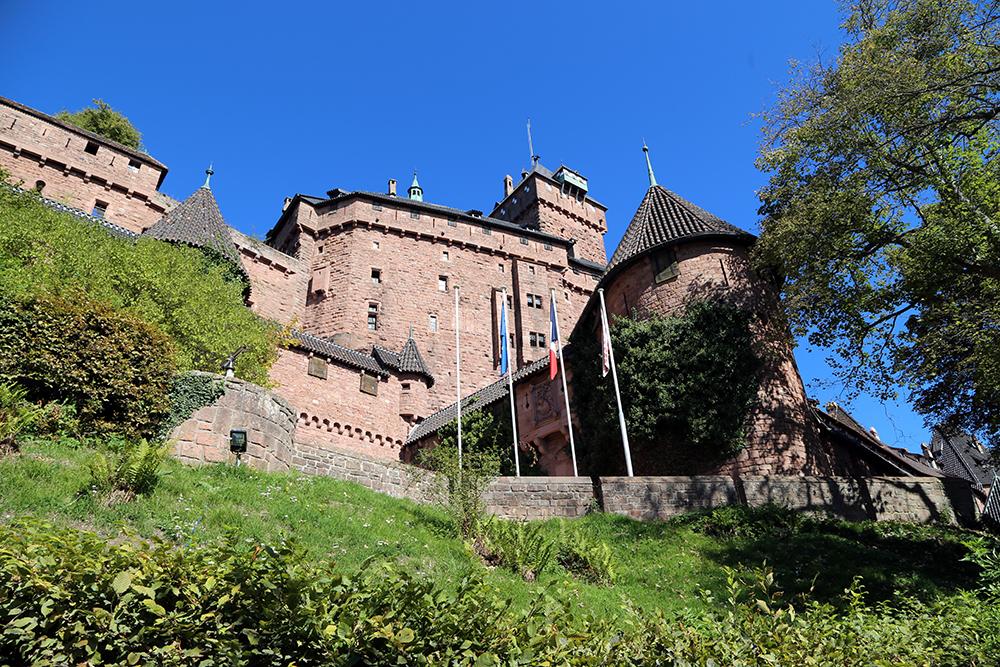 O castelo de Haut-Koenigsbourg fica entre Estrasburgo e Colmar