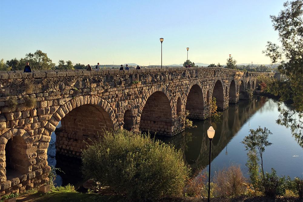 Ponte de pedra sobre o Guadiana, em Mérida