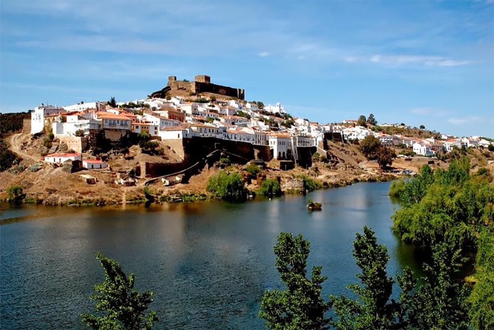 Mértola, cidade do Alentejo na fronteira com a Espanha