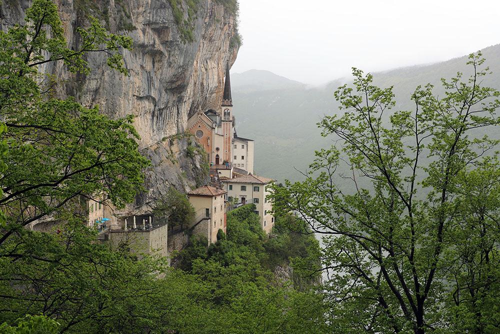 Santuário Madonna Della Corona, na Itália