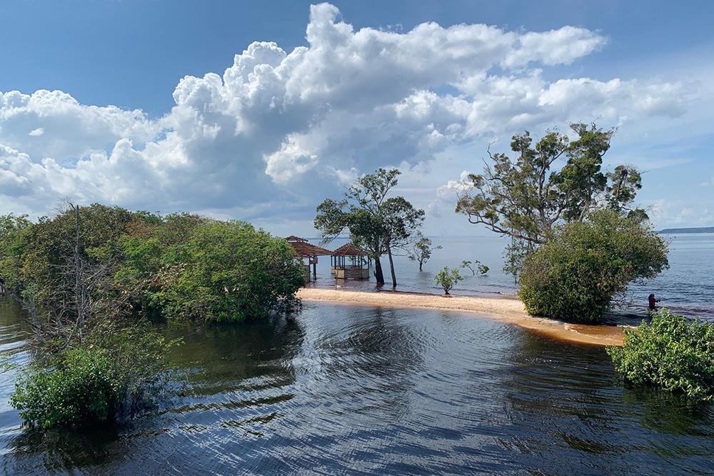 Praia do Tupé, em Manaus