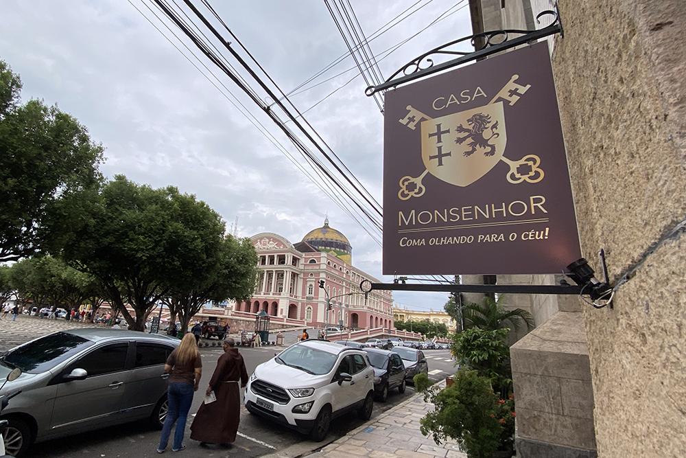Casa Monsenhor, café e almoço ao lado do Teatro Amazonas