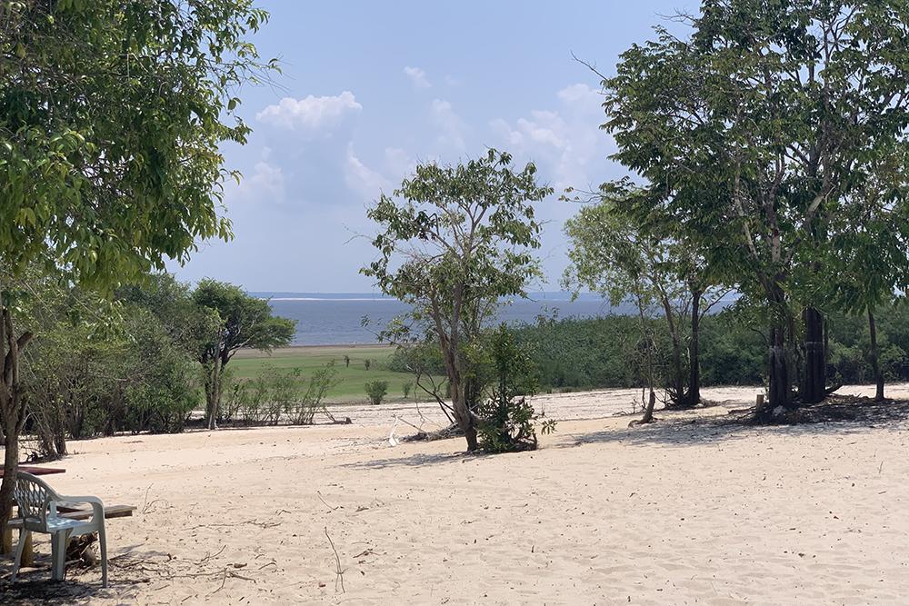 Veja como ficam as praias de Paricatuba no auge da vazante do rio Negro
