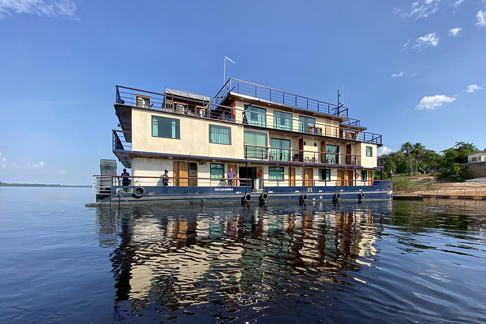 La Jangada: o barco-hotel com atendimento VIP em Novo Airão