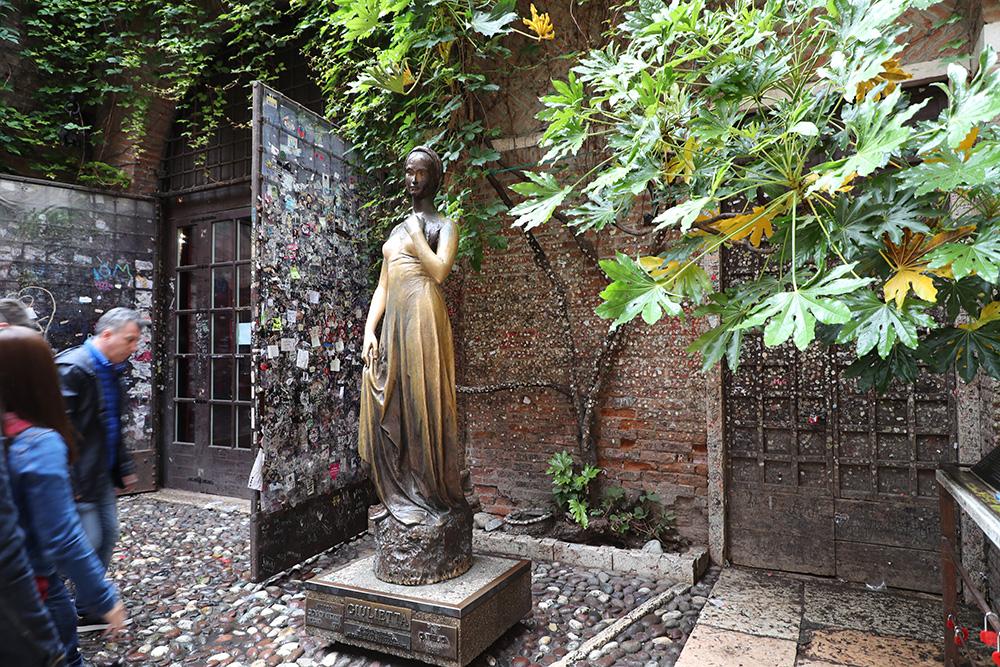 A estátua de Julieta, em Verona