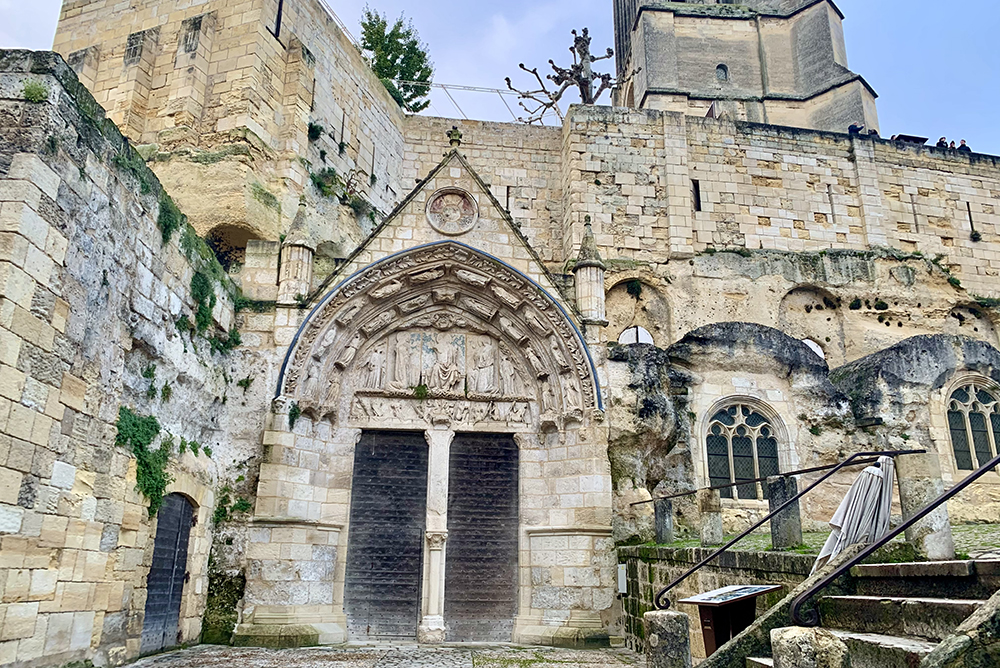Igreja monolítica de Saint-Émilion, na França