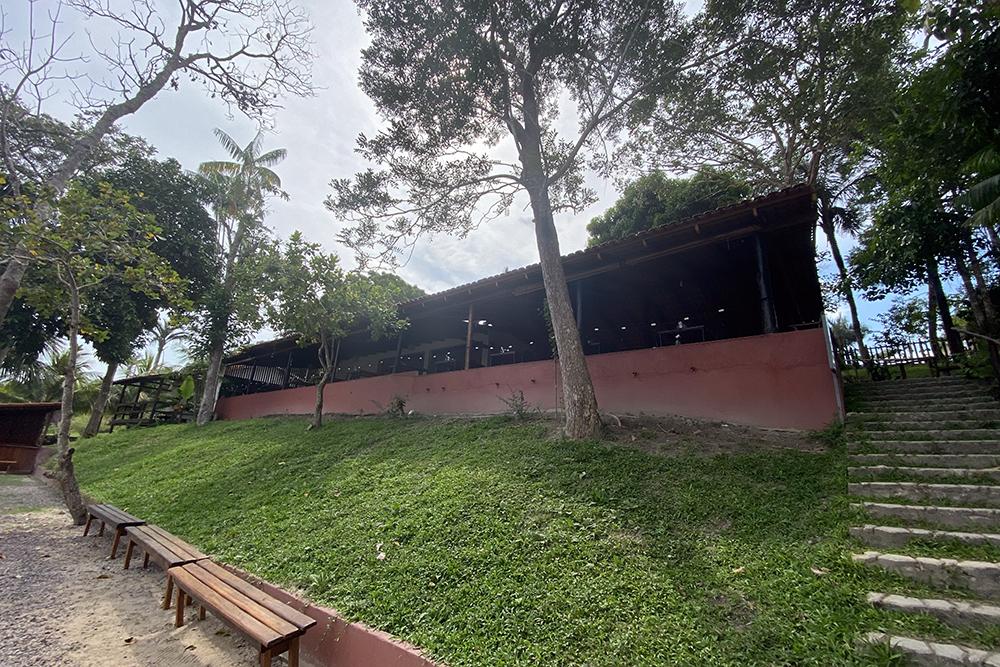 Restaurante Pirakaia aposta na cozinha regional com visual do Lago do Puraquequara